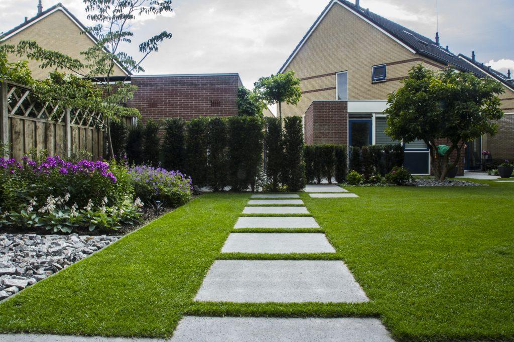 Tuinontwerp strakke tuin met vijver t ter riele
